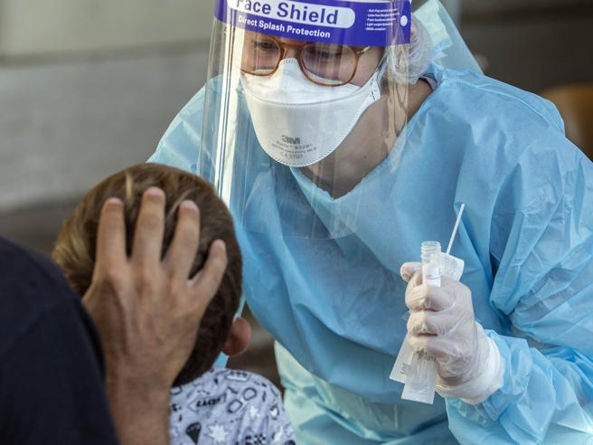 Umbria, estesi anche a bambini delle scuole dell'infanzia i test diagnostici Covid-19 in farmacia